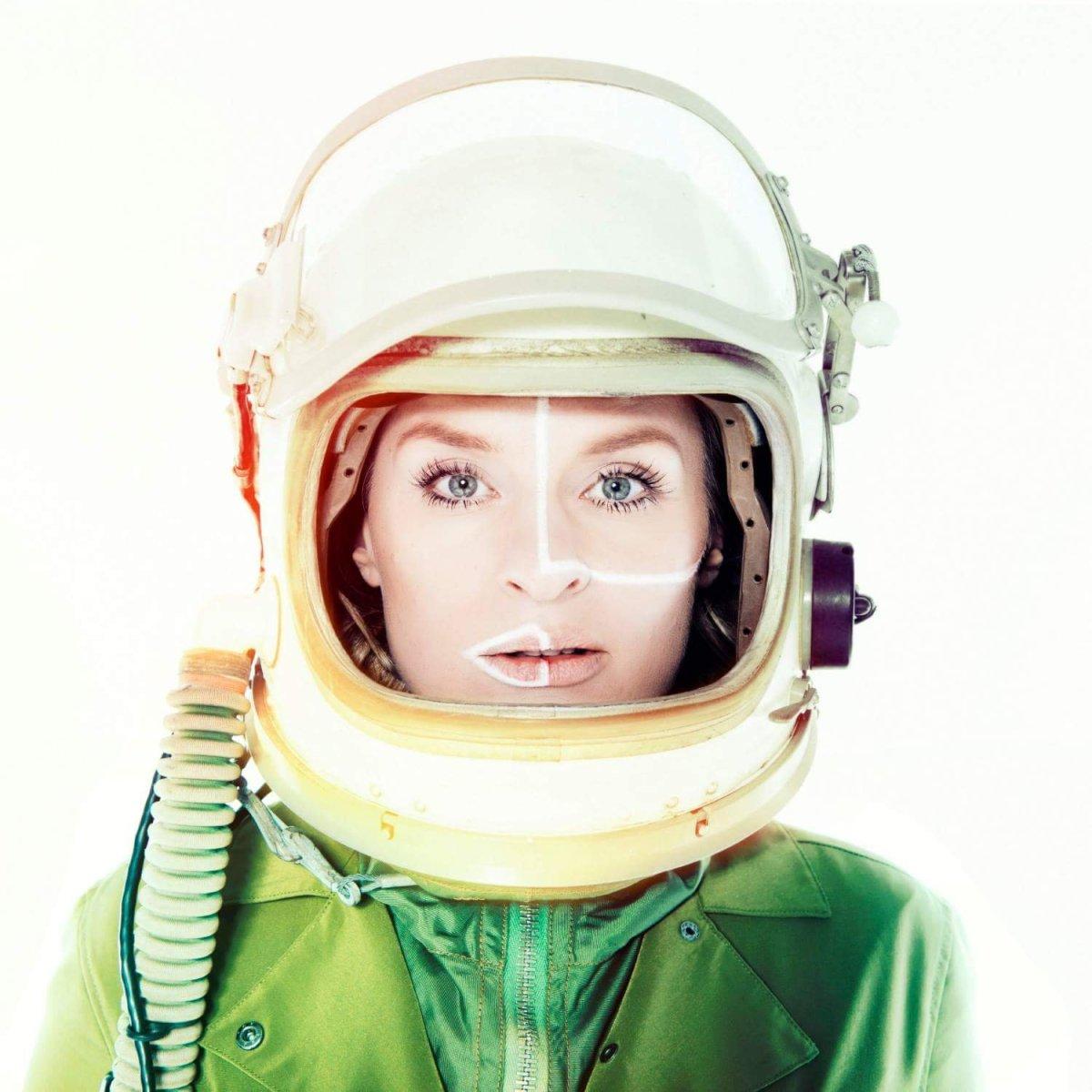 Song of the Day: Sandra van Nieuwland - Human Alien